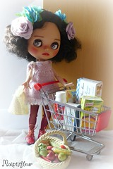 At Shopping Mall... (maiptitfleur) Tags: blythe doll poupée courses achat emplettes caddie chariot shopping jouet