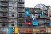 Aufbau Glücklich (Rasande Tyskar) Tags: gerüst scaffolding scaffold bau haus house building schanzenviertel schanze plakate ad adverts banner hamburg germany