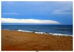 Fear on the beach (Steff Photographie) Tags: arcus nuages cloud gruissan sea samsungs6 beach holidays