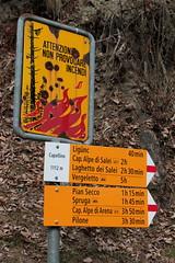 Wegweiser Capellino ( TI - 1`112 m - Standorttafel Tessiner Wanderwege ) bei Capellino im Onsernonetal - Valle Onsernone im Kanton Tessin der Schweiz (chrchr_75) Tags: hurni170221 hurni christoph chriguhurnibluemailch februar 2017 februar2017 onsernonetal valle onsernone kanton tessin südschweiz kantontessin schweiz susise switzerland svizzera suissa swiss wegweiser standorttafel suisse