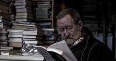 """Das Lesen. Er liest. Sie liest. Sie lesen (wenn mehrere Personen lesen). Der alte Mann liest ein Buch. Im Hintergrund sind Bücherstapel. • <a style=""""font-size:0.8em;"""" href=""""http://www.flickr.com/photos/42554185@N00/32484189776/"""" target=""""_blank"""">View on Flickr</a>"""