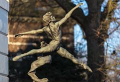 Jeté (1975) | Enzo Plazzotta (James_Beard) Tags: jete davidwall ballet balletdancer sculpture bronze millbank enzoplazzotta canon6d canon135mmf2