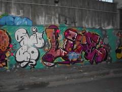 svit 40 (en-ri) Tags: 2016 torino wall muro graffiti writing arrow viola arancione rosso nero bianco reser easy life