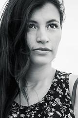 Gaby Romero (edu_420) Tags: retrato gaby playa blanco virado poses bahía mar clave alta azul
