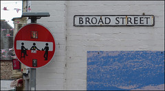 bar on Broad Street (Philip Watson) Tags: seaside devon ilfracombe northdevon