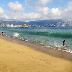 (tugasgm) Tags: sea beach water mexico person mar ride surface shore acapulco mx glide skimboard boardsport shorebreaks
