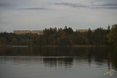 Hghusen i Hovsj #2 (George The Photographer) Tags: berg se sweden utsikt vatten hst holme sj moln byggnad hghus spegling msnaren flerfamiljshus ing1 almns hovsj