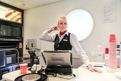 Emma 2014-09-02 (Michael Erhardsson) Tags: bistro servering restaurangvagn tåg tågresa 2014 personal ombordpersonal arbetsplats tågpersonal rb7 vagn ombord interiör emma klingborg