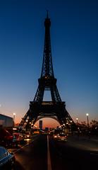 2017_Edit-87_70D_201701191196.jpg (© EsOpE) Tags: paris paname nuit photodenuit trocadéro iéna toureiffel france couleur jaune bleu noir aurore aube styles villes