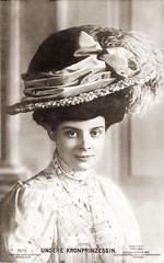 1908 Deutsche Kronprinzessin Cecilie von Preußen (zimmermann8821) Tags: atelierfotografie berlin bluse damenfrisur damenhut damenmode deutscheskaiserreich frisur hutmitfedernarrangement hutmode mode person postkarte prinzessin