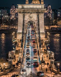 Traffic in Chain bridge
