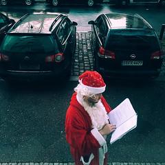 THIS IS CHRISTMAS, FOR WEAK & FOR STRONG, THE RICH & THE POOR ONES (hobokollektiv | ʌıʇʞǝlloʞoqoɥ) Tags: bambergerstr berlin farbfotografie iphone colour folks germangemütlichkeit hobokollektiv itsatoughjobbutsomeonesgottadoit merrychristmas newcontemporaryphotography street wwhobokollektivnet florianfritsch 2016