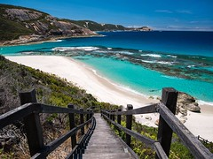 Salmon Pools (bayernphoto) Tags: torndirrup np nationalpark national park natural bridge gap granit granite halbinsel peninsula flowers bay beach salmon holes albany treppe stairs traumstrand dream türkis turquoise white sand weisser meer ozean sea ausblick view