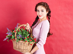 AKU_6045 (Akasumoto) Tags: 85l look girl beautiful canon 1dsmark3 1dsmarkiii portrait vietnam body color lighting strobe studio chair hair fly flower