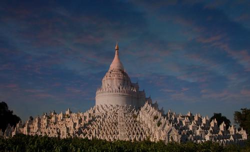 "Torres legendarias / Faros, minaretes, campanarios, rascacielos • <a style=""font-size:0.8em;"" href=""http://www.flickr.com/photos/30735181@N00/32534300735/"" target=""_blank"">View on Flickr</a>"