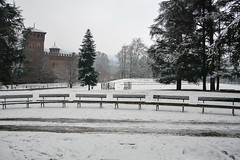 Le sei panchine - The six benches. (sinetempore) Tags: leseipanchine thesixbenches neve snow torino turin parcodelvalentino alberi trees castellodelvalentino castellomedievale medievalcastle panchine benches inverno winter