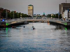Ha'Penny Bridge over the River Liffey - Dublin Ireland (mbell1975) Tags: bridge ireland dublin irish reflection water river puente iron bur dusk over irland eire na ponte liffey most pont bro brug ie brcke baile hapenny brig irlanda irlande kpr ire bouwwerk cliath tha poblacht airlann hireann