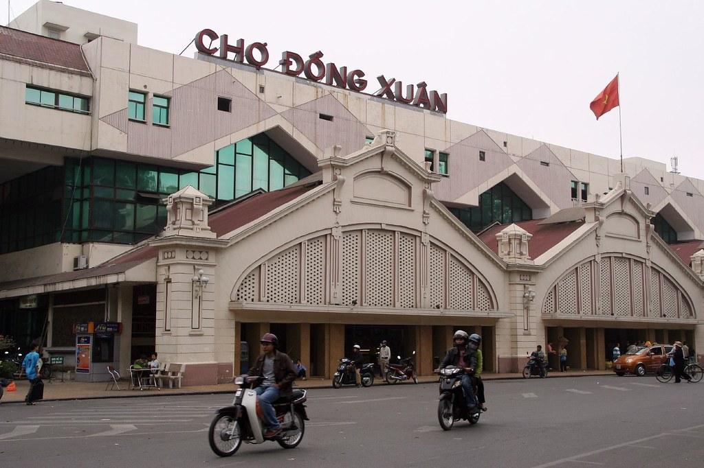 Dong-Xuan-market-Hanoi