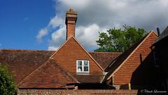 tiled roof at Chiddingstone (claude.lacourarie) Tags: uk houses england castles kent village unitedkingdom britain eu nationaltrust palaces cottages statelyhomes chiddingstone manorhouses tilesroof