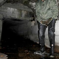 Bullseye-Kanal3104 (Kanalgummi) Tags: sewer exploration rubber waders gummi watstiefel bomber jacket bomberjacke gloves gummihandschuhe worker égoutier kanalarbeiter