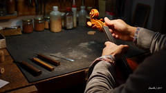 P1210866 (daniellelallemand) Tags: luthier alto
