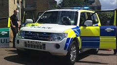 Herts Traffic Police Car (slinkierbus268) Tags: hertfordshire hertfordshirepolice hertfordshireconstabulary traffic police policecar bluelights hitchin