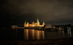 Kalmar castle by night (A.Husvaer) Tags: samyang12mmf2 kalmar sweden nightshooting dark castle night historic