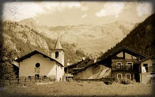 Le village  au fond de la vallée.