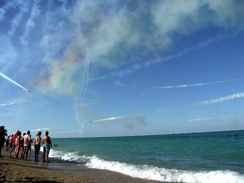 spiaggia mare con frecce tricolore