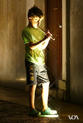 The Pied Piper of Hamelin / El Flautista de Hamelin (El Orfebre Mochilero) Tags: street light boy portrait people music night poem child flute literature fantasy musica piper pied niño tale hamelin flautista unsuspected protagonists