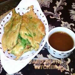 Palak k pakoray (farointhekitchen) Tags: food yummy snack spinach fritters chickpeaflour pakistanicuisine pakistanifood pakistanisnack