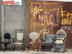 DSCN2104 (Bruno Torato) Tags: urban art arte chairs objects fotography forniture