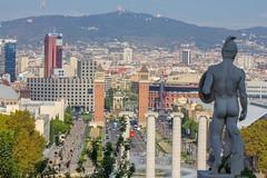 "Escultura y vistas en Montjuic • <a style=""font-size:0.8em;"" href=""http://www.flickr.com/photos/78328875@N05/23257496186/"" target=""_blank"">View on Flickr</a>"