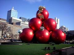 Esferas (mayavilla) Tags: esferas gigantes grandes bolas dallas texas tx rojo ornamentos red downtown