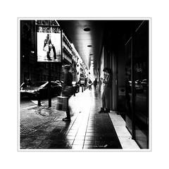 - YACARE - (-Montxo-) Tags: valencia españa escaleras gente street squareformat spain square shopping sol señora white wb bw blanco black negro europa contraluz