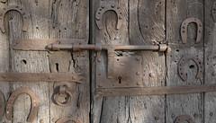 SANT MARTÌ DE CAMPMAJOR - DETALL PORTA ESGLESIA (Joan Biarnés) Tags: porta puerta esglesia iglesia santmartìdecampmajor pladelestany banyoles catalunya 213 panasonicfz1000