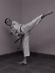 Isaiah G. (Jorge Ibarra L.) Tags: portrait retrato man hombre studiolighting iluminaciondeestudio martialarts artesmarciales taekwondo form forma bw blancoynegro blackandwhite kick patada