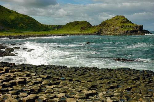 Cualquier excusa es buena para crear una leyenda en Irlanda. También en Irlanda del Norte. #landscape #seashoe #seascape #sea #geology #sky #rocks #ireland