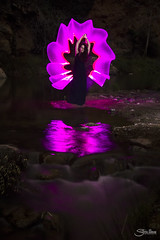 Sesión de Lightpainting (Silvia Illescas Ibáñez) Tags: lightpainting lp navajas nocturnas saltodelanovia silviaillescas tubesstories tube colours linterna colores reflejo reflection water agua cascada waterfall shooting photoshoot model woman girl posing jesúslor noemíleón