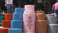 Abrazo juguetón (Imágenes falsas.) Tags: street city pink urban art colors mexico fun stencil play juegos ciudad games forms urbano estencil tch oldem tlacah