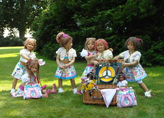 Picknick im Park ... (Kindergartenkinder) Tags: dolls annette bellis picknick jinka tivi milina himstedt annemoni kindergartenkinder leleti sanrike