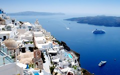 the white Oia (mujepa) Tags: blue white bleu santorini greece santorin blanc grce oia caldeira