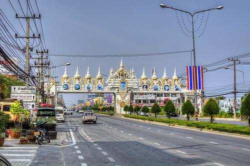 Bridge over Tanon Phetkasim