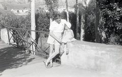 para visualizar no site, em grande, e em movimento seguir este link http://ift.tt/2htvFXL (sombrasdealguem) Tags: rolos encontrados found film feira da ladra flea market fotografia antiga vintage photography photo