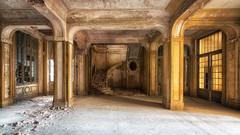 Le silence est d'or (Yann PESIN) Tags: vert urbex urban urbexing exploration decay oblivion path urbaine oubli ruine abandoned places exploring