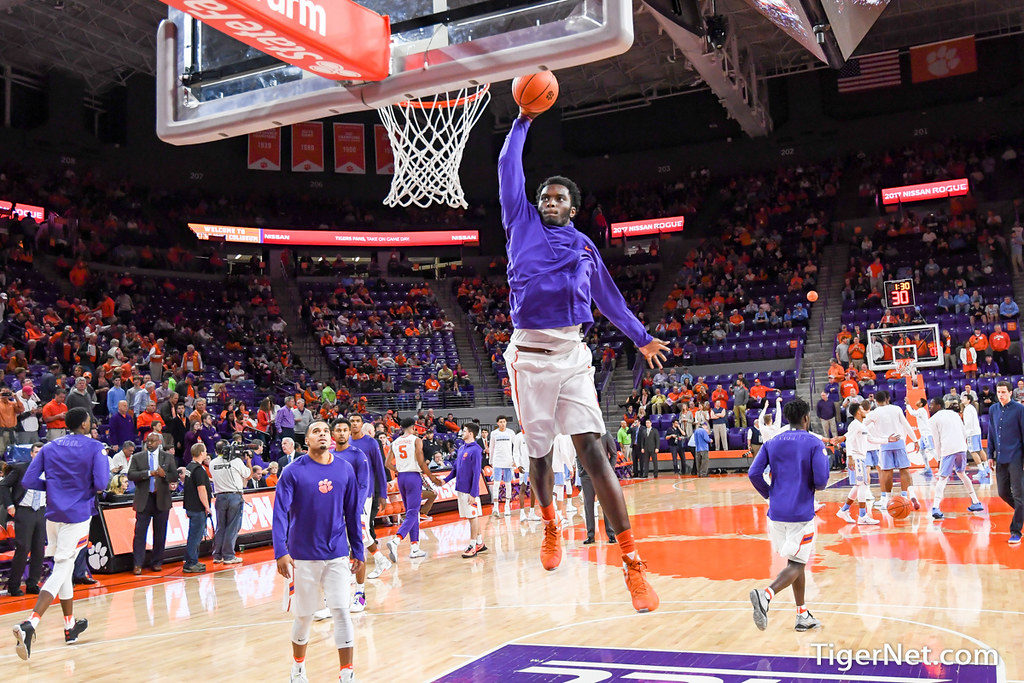 Clemson Photos: Legend  Robertin, 20162017, Basketball