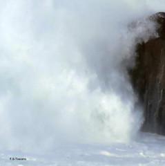 Ola contra las rocas. Wave against the rocks. (Esetoscano) Tags: marina seascape ola wave espuma foam salseiro roca rocks abstracto abstract mar oceano texturas textures