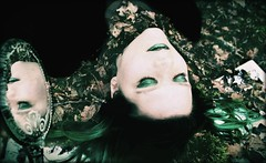 Da schläft die Schönheit (One-Basic-Of-Art) Tags: 1basicofart onebasicofart annewoyand woyand möchi model tfp tfpshooting canoneos350d canoneos canon madl frau weibchen weiblich girl girls woman female feminine augen eyes yeux mystery magic märchen krone fairytale fairy