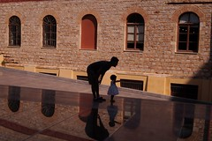 Musée de l'Acropole 2 - Explore (luco*) Tags: windows shadow silhouette wall museum de child athens musée explore greece mur grèce façade athina fenêtres akropolis athènes hellada lacropole flickraward mouseio flickraward5