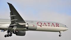 QR0007 DOH-LHR (A380spotter) Tags: london heathrow landing finals boeing arrival approach 777 qr lhr qatar threshold qatarairways qtr egll  300er alruwais  09l shortfinals dohlhr runway09l a7baj qr0007 arruays